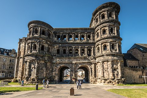 Die Porta Nigra in Trier, Mosel